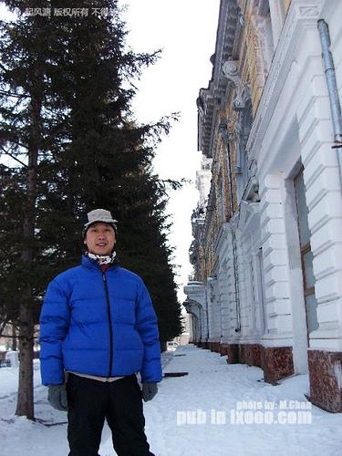 在布拉戈维申斯克胜利广场留影的摩凝