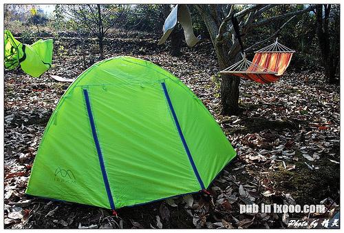 我住在这个帐篷里面