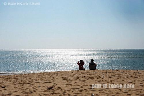 红海湾遮浪半岛西面沙滩上晒太JOJO和摩凝(M.Chan)