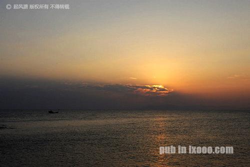 日落时分,一片云遮住了夕阳@红海湾金丽湾