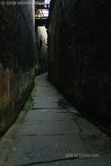 洪江古商城的长满青苔的石板巷子