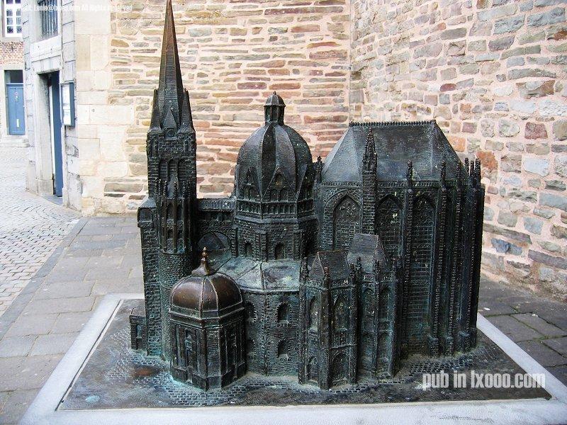 亚琛 大教堂 铜塑 照片