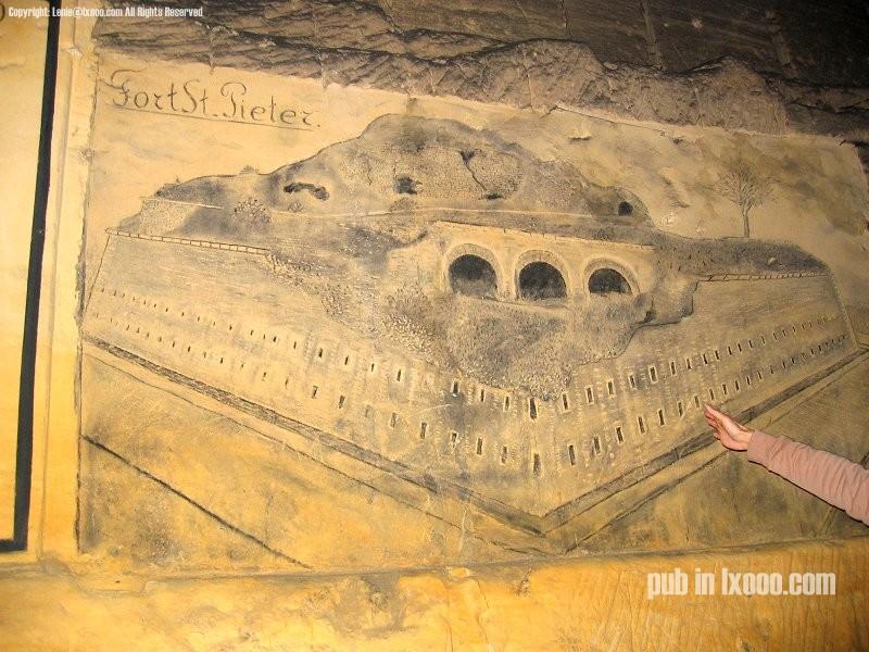 圣彼得堡洞窟里的壁画