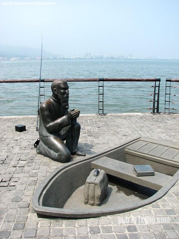 马偕 祈祷 铜像