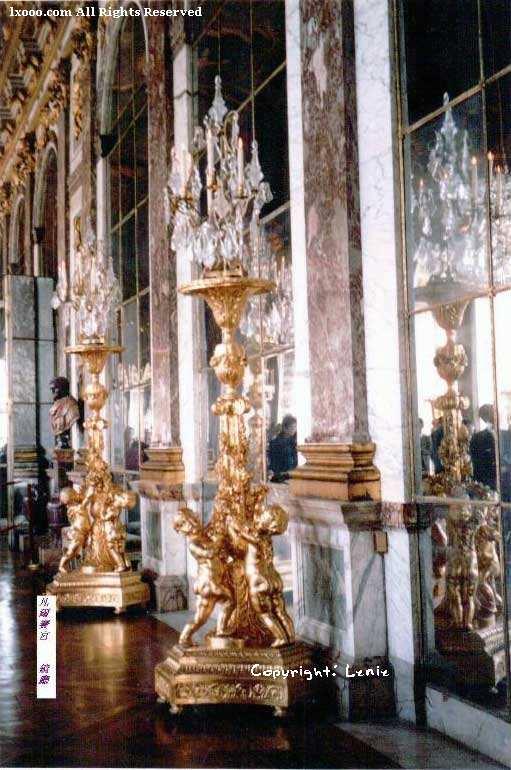 凡尔赛宫内金碧辉煌的摆设