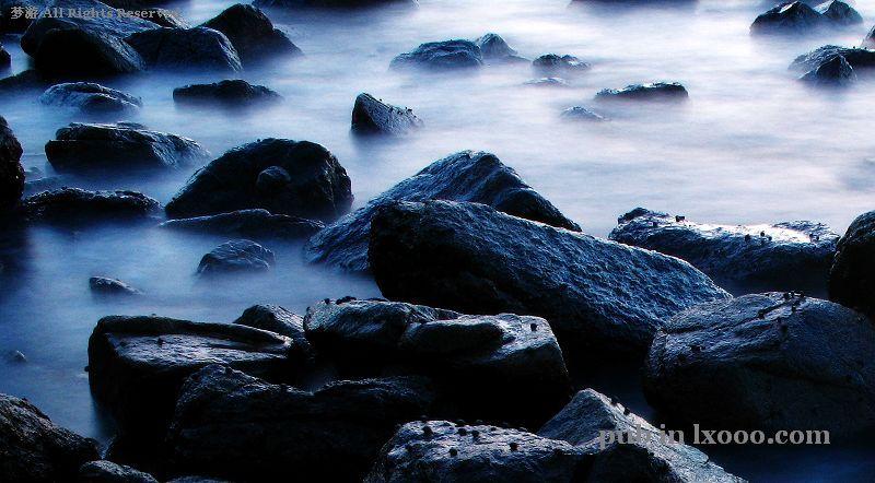 江牡岛的海岩和浪花