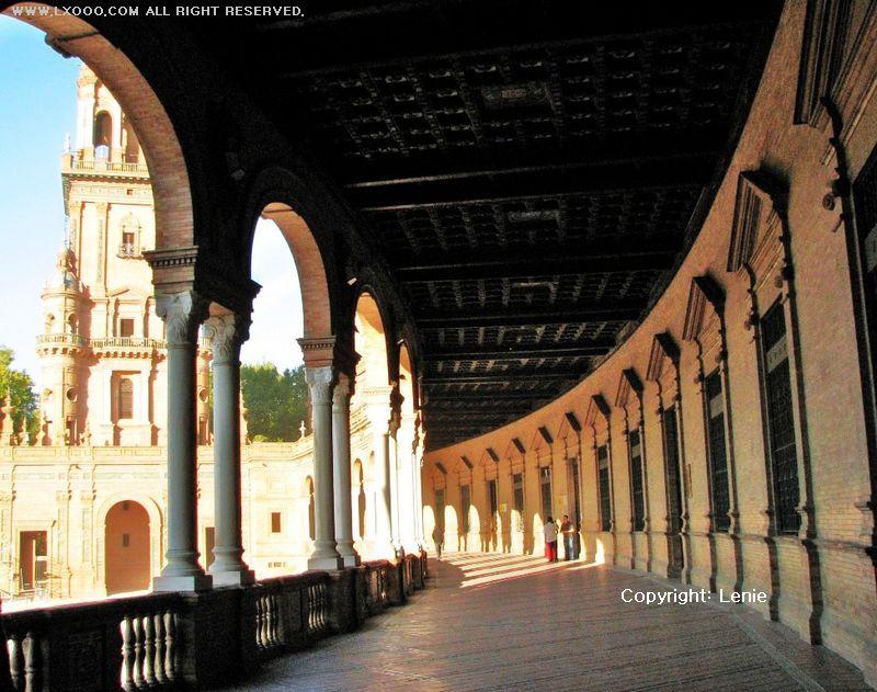西班牙广场的回廊