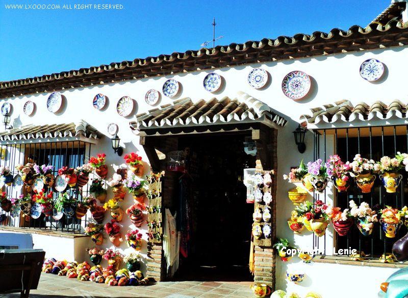 米哈斯处处都是卖特色瓷器的商店