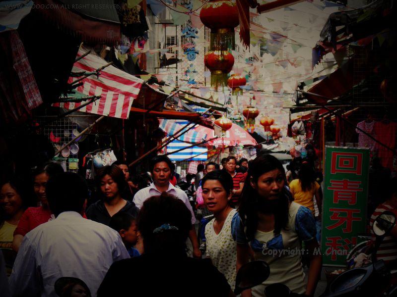 汕尾市新洲综合市场旁边小巷上的人们