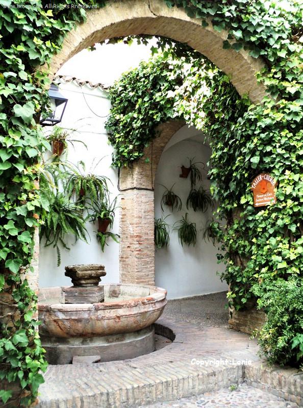 西班牙科尔多瓦古犹太区屋子的天井