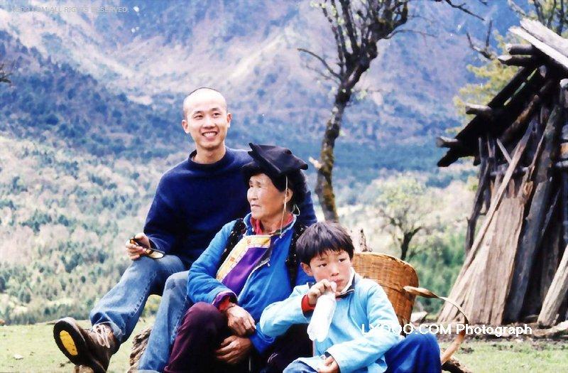 2002年五月在四川硗碛彭措的高山海子留影