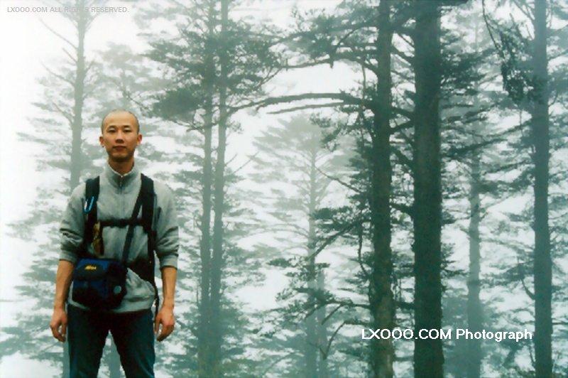 2002年留影于四川峨眉山