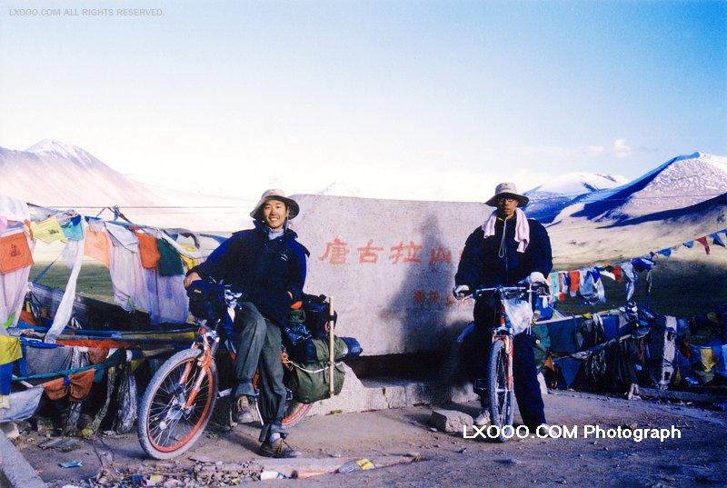 2003年在青藏线唐古拉山口留影