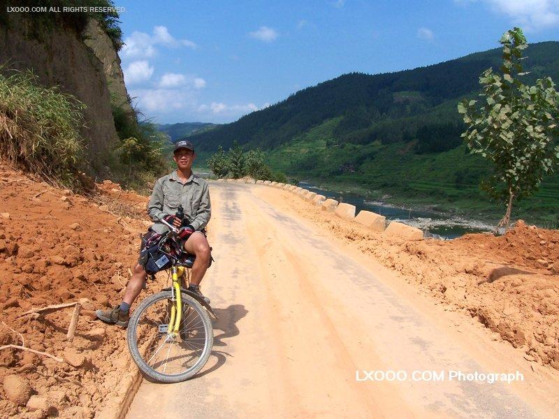 2005年,骑行到贵州省
