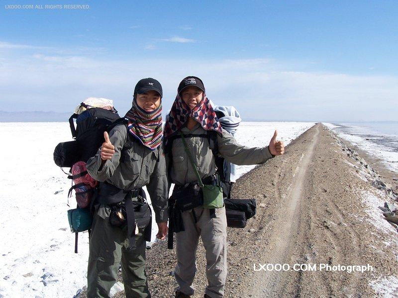 2005年七月,在新疆巴里坤湖畔留影