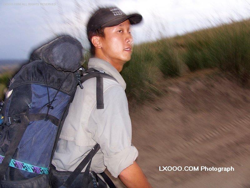 2005年八月,在新疆伊犁的草原上徒步时留影