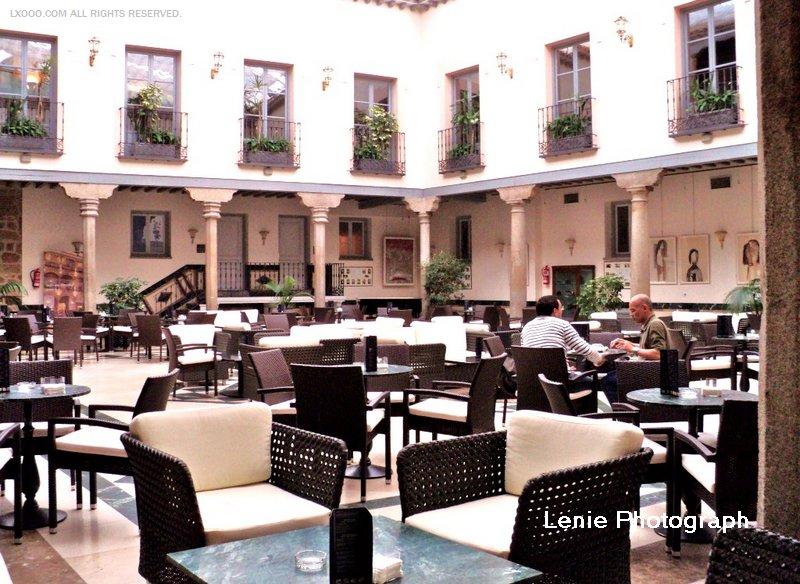 阿维拉Parador旅馆的咖啡厅中庭