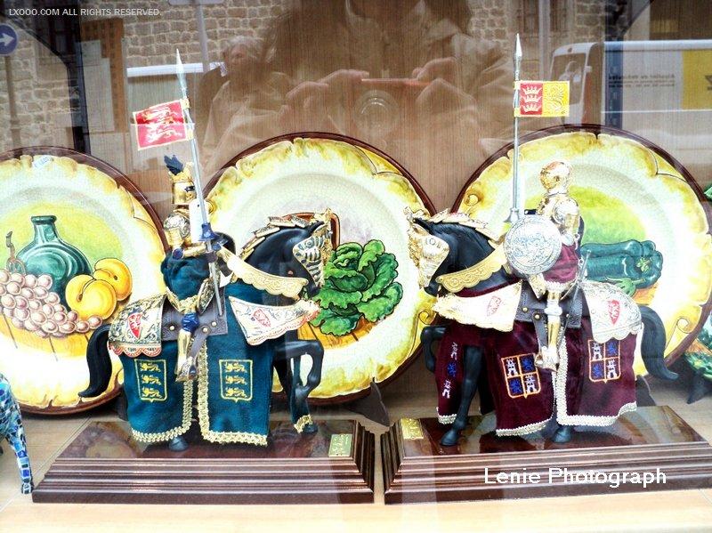 阿维拉商店橱窗里的小铁甲战士