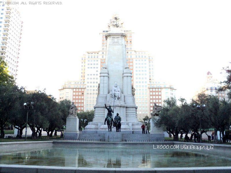 西班牙广场上的唐吉柯德主仆铜像
