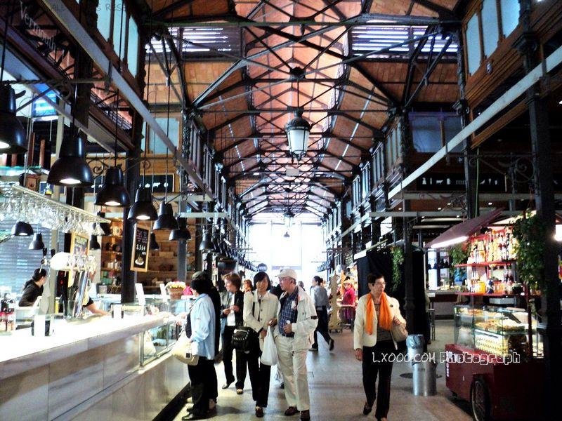 西班牙马德里明亮整洁的传统市场