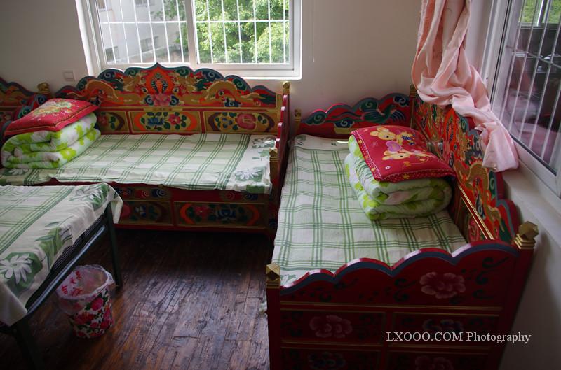 马杜吉折多塘驴友之家的藏式床