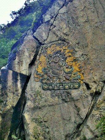 川藏线上的第一位佛像