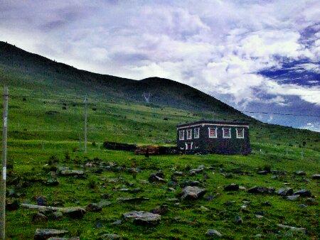 今晚就住在国道318:2895公里处的这栋藏族民居里了