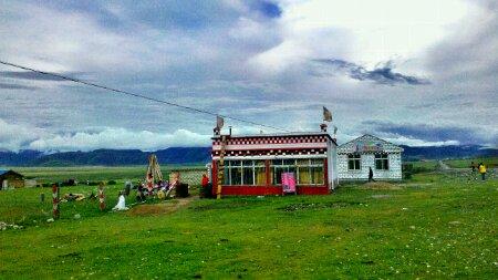 毛垭草原里的所波大叔的驴友之家