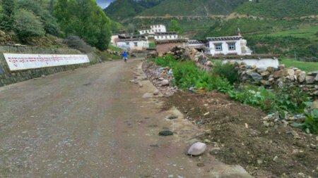 宗巴拉山脚下的一个小村子