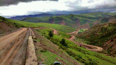 宗巴拉山的下坡路