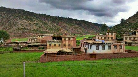 西藏芒康前的村子