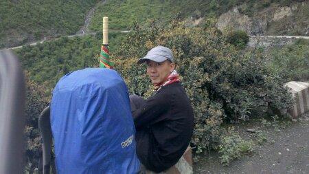 翻高尔寺山途中的摩凝(M.Chan)