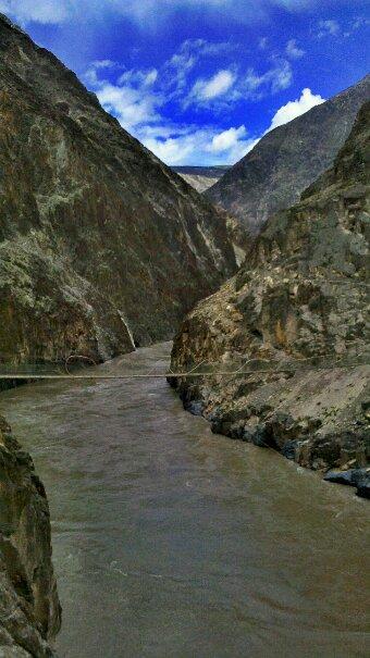 壮丽的怒江峡谷