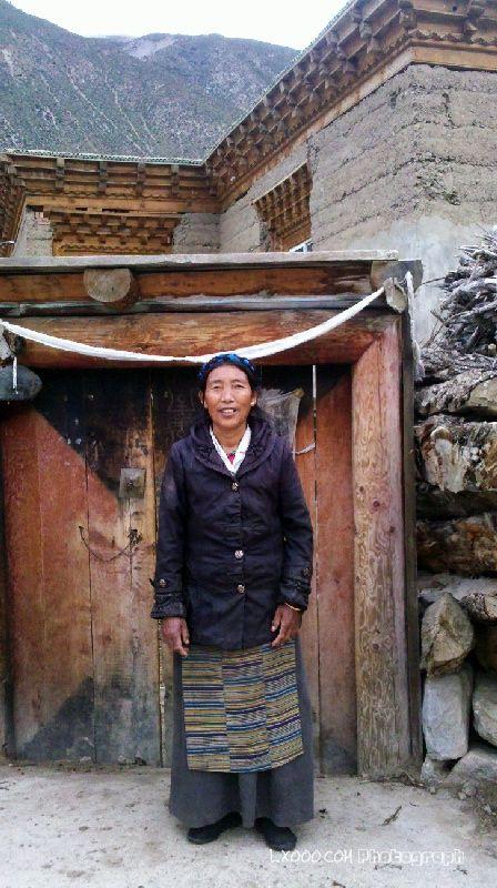 吉达乡砂绕村的藏族阿妈