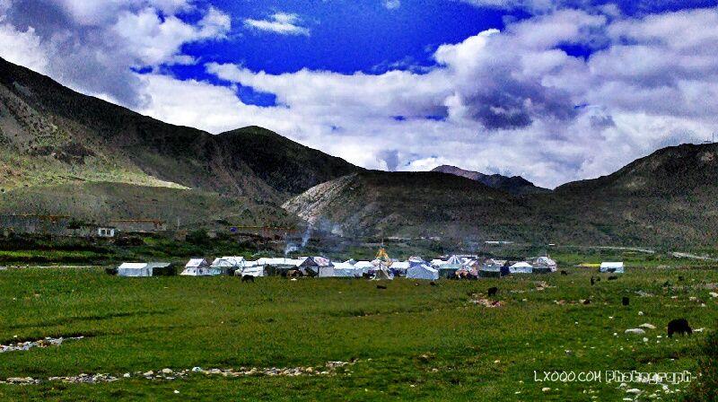 果(俄)拉村的印花帐篷群