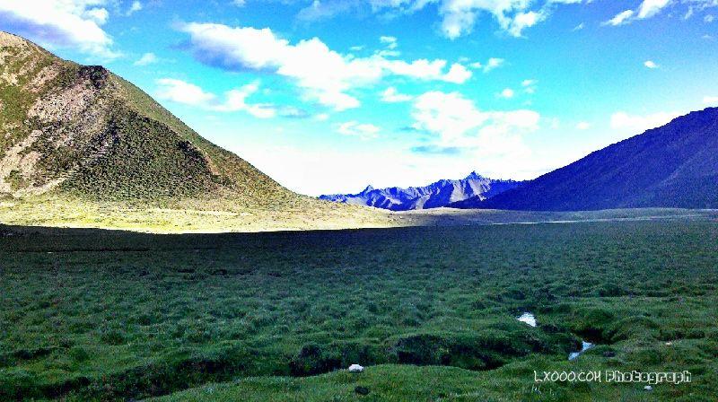 安久拉山山口的湿地