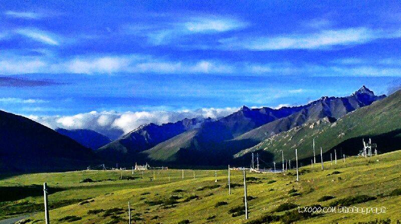 另一个角度的安久拉山垭口风光
