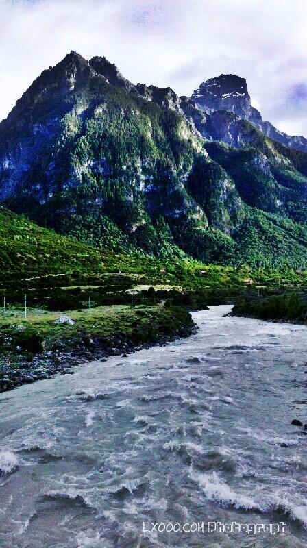 山河:宋东巴热神山
